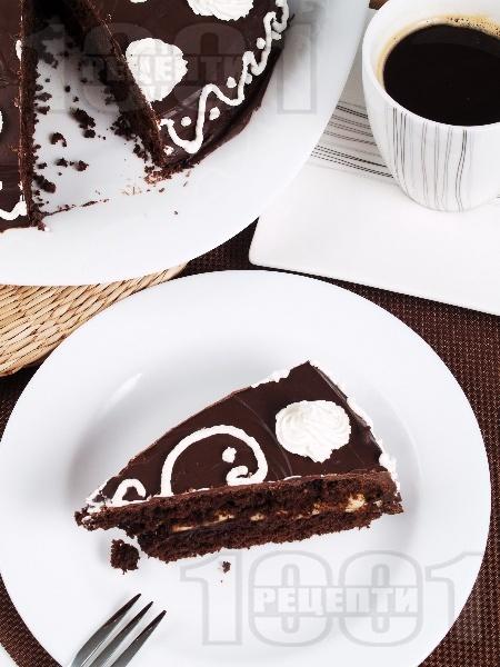 Домашна шоколадова торта с бананов крем - снимка на рецептата
